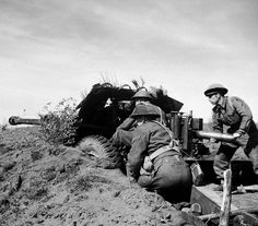 A anti-tank gun in action in the Anzio bridgehead, 13 March Ww2 Weapons, United States Army, British Army, A 17, World War Two, First World, In The Heights, Two By Two, Italy