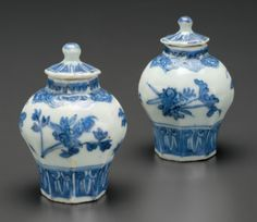 A pair of miniature blue and white vases and covers, Chongzhen period, circa 1643