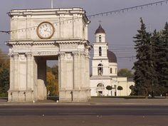 キシナウ中心部の凱旋門と大聖堂・鐘楼 Chisinau Center ◆モルドバ - Wikipedia http://ja.wikipedia.org/wiki/%E3%83%A2%E3%83%AB%E3%83%89%E3%83%90 #Moldova