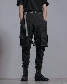 Mode Cyberpunk, Cyberpunk Fashion, Mode Streetwear, Streetwear Fashion, Gothic Mode, Pantalon Cargo, Cool Outfits, Fashion Outfits, Inspiration Mode