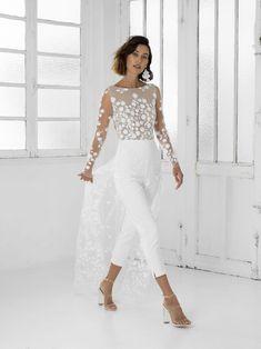 Rime Arodaky White Patsy Lace Jumpsuit Modern Wedding Dress Size 4 (S) Lillian West, Wedding Jumpsuit, Lace Jumpsuit, White Pantsuit Wedding, Jumpsuit With Train, Wedding Dress Suit, White Bridal, Bridal Lace, Wedding Dress Sizes