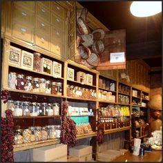Casa Gispert (1851) botiga de fruits secs, cafès i moltes més coses. Un racó d'història a BCN!