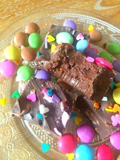 Easy Rainbow Chocolate Fudge recipe with only three ingredients that's ready in just 10 minutes! So easy, anyone can make it! Rainbow Cakes, Rainbow Sprinkles, Fudge Recipes, Chocolate Fudge, Highlands, Sweets, Candy, Foods