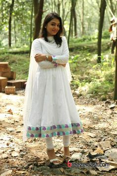 NAZRIYA Lost In Her Own Deep Thoughts Unaware Of The World Around Her!!