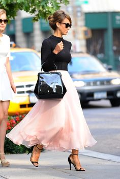 where to shop 9 celebrity outfits. I just LOVE this look on jessica alba. style icon.