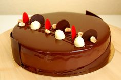 Another recipe of this classic of the French pastry, the Royal au Chocolat . For a 22 cm diameter entremet tin, The Almond Dacquoise . Dacquoise, Mousse Au Chocolat Torte, Cake Recipes, Dessert Recipes, Cake Images, Cooking Together, Pudding Cake, French Pastries, Pastry Cake