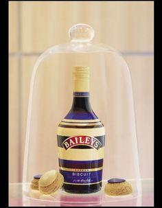 Baileys x Popelini Biscuits, Baileys Irish Cream, Wine Design, Liqueur, A Table, Vodka Bottle, Drinks, Arrondissement, Lauren