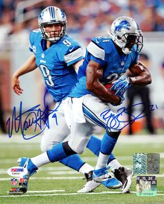This is a 8x10 photo that has been hand signed by Reggie Bush & Matthew Stafford. The autograph has been certified authentic by PSA/DNA and comes with their sticker and matching certificate of authent