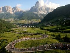 Maratona dles Dolomites in Südtirol - das Event für alle Biker! Sella Ronda, Alpine Style, South Tyrol, Northern Italy, Tour Operator, Mountain Landscape, Photo Reference, Dolores Park, Vacation