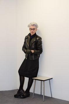 Balck leather - white hair - biker style also in later years looks great Mode Ab 50, Stylish Older Women, Hair Color For Black Hair, White Hair, Gray Hair, Female Profile, Advanced Style, Ageless Beauty, Going Gray