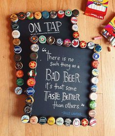 Decore a adega ou a área de bar com quadro de rolhas ou quadro de tampinhas. Fica um charme!