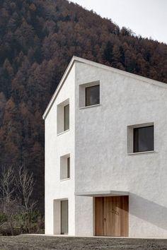 Nuovo minimalista Architecture in linea Architecture Design, Residential Architecture, Church Architecture, Minimalist Architecture, Landscape Architecture, Exterior Design, Interior And Exterior, Architect House, Facade House