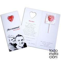Invitación de boda original y divertida con una piruleta en el interior. Una invitación muy dulce.  TODOINVITACION.COM