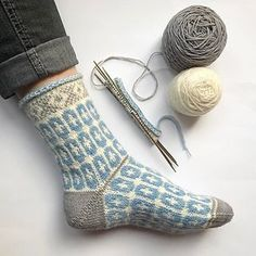 lace knitting Ravelry: Clara Sofia Saltflinga pattern by Anna Bergman Lace Knitting, Knitting Socks, Knitting Stitches, Knitting Patterns, Knit Crochet, Crochet Patterns, Knit Socks, Sewing Patterns, Ravelry