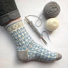 lace knitting Ravelry: Clara Sofia Saltflinga pattern by Anna Bergman Lace Knitting, Baby Knitting Patterns, Knitting Stitches, Knitting Socks, Knit Crochet, Crochet Patterns, Sewing Patterns, Debbie Macomber, Socks