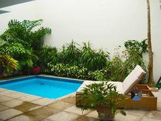 16 Small Pools for Small Patios (From Aqeelah Bawa-Osman) Small Swimming Pools, Small Backyard Pools, Small Pools, Swimming Pool Designs, Backyard Patio, Backyard Landscaping, Small Terrace, Small Patio, Patio Chico