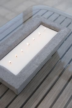 Oversized Concrete Candle DIY – Room for Tuesday - Zement Kunst Concrete Crafts, Concrete Projects, Concrete Cement, Concrete Design, Diy Candle Wick, Diy Candles Art, Best Candles, Candle Wax, Outdoor Candles