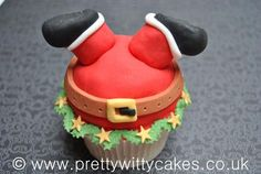 Christmas cupcake---this would be soooo cute on a much bigger CAKE scale with reigndeer and a chimney!!!