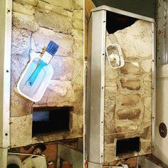 Matin elvytysoperaatio alkoi saumojen ja halkeamien täytöllä. Saumat ja halkeamat putsattiin irtopölystä ja kasteltiin. Sen jälkeen niihin valutettiin löysää tulenkestävää muurauslaastia pensseliä käyttäen. #ihanhyväsiitätulee #porinmatti #rakennusrestaurointi #restaurointi #kunnostaminen #entisöinti