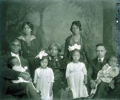 spoiledblackgirl:  notesonascandal:  skyline1288:  Black American Family, Circa 1900  Look at how the matriarch is serving so much face. #MotherhoodInColor  aww @ the girl in glasses!
