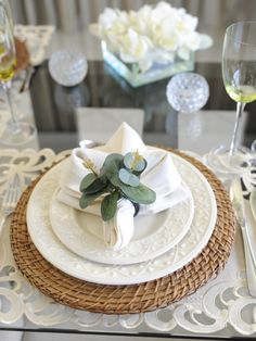 Flower Decorations, Table Decorations, Table Setting Inspiration, Napkin Folding, Deco Table, House And Home Magazine, Dinner Table, Dining Room Table, Tablescapes