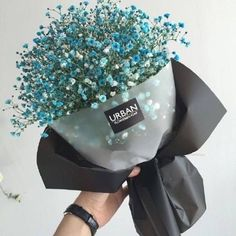 Colorante alimentare nell'acqua dei fleurs bianchi - Gardening Go How To Wrap Flowers, Bunch Of Flowers, My Flower, Beautiful Flowers, Flowers Nature, Dried Flowers, Flower Packaging, No Rain, Diy Bouquet