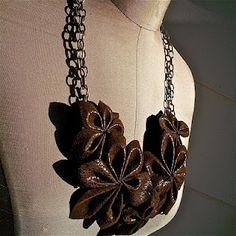 Cómo hacer las flores en 3D de cuero para joyería y accesorios - Diario La joya de la partida