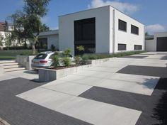 Eurodal vloerplaten combineren mooi met andere verhardingen. Diy Concrete Driveway, Driveway Design, Concrete Driveways, Garden Design, House Design, Pallet Patio, Garden Architecture, Polished Concrete, Modern Landscaping