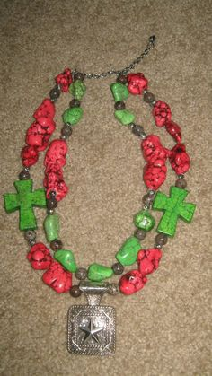 I would probably use a turquoise color myself but I like this idea! - Western Cowgirl Chunky Necklace
