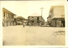 Archival photo from the early century Philippines, identified as downtown Vigan. Jose Rizal, Ilocos, Vigan, City Block, Filipiniana, Interesting Photos, Photo Archive, Historical Photos, Old Photos