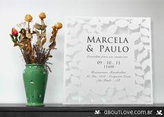 Modelo de convite de casamento com folhas recortadas e envelope decorado. Envelope e decoração feitos especialmente para o convite. Um exagero de elegância e beleza.