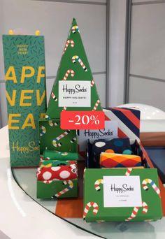 Η Crazy Feat καλωσορίζει το 2020 με 20% έκπτωση στο Χριστουγεννιάτικο πακέτο Happy Socks!  (η προσφορά ισχύει  έως την εξάντληση των συγκεκριμένων προϊόντων)  Crazy Feat welcomes the new year 2020 by offering 20% discount on the Happy Socks Christmas pack!  (the offer is valid until the products run out) Happy Socks, Advent Calendar, Christmas Ornaments, Holiday Decor, Stuff To Buy, Home Decor, Homemade Home Decor, Advent Calenders, Christmas Jewelry