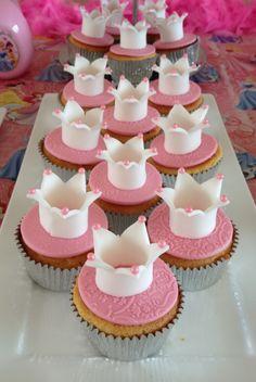 Cupcakes lindos para uma festa de princesas!  (Beautiful princesses cupcakes)