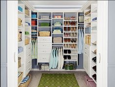 walk-in closet. Someday, when I'm rich, I'm totally going to have a walk-in closet and a dressing room. Closet Walk-in, Closet Space, Closet Storage, Closet Organization, Closet Ideas, Closet Shelving, Organization Ideas, Wardrobe Organisation, Huge Closet