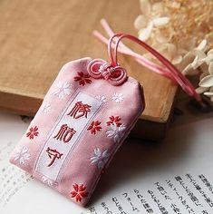 Chinese Lucky Charms, Maneki Neko, Amulets, Nihon, Japanese Culture, Shanghai, Art Sketches, Countries, Origami