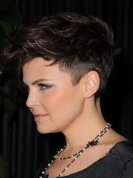 Better side view of her hair... seriously, I adore this. She's so cute, but that cut is so edgy! It's a fab combo.