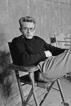 Afternoon eye candy: James Dean photos) : The Berry Classic Hollywood, Old Hollywood, Hollywood Stars, James Dean Photos, Jimmy Dean, Actor James, Old Movie Stars, Actrices Hollywood, Idol