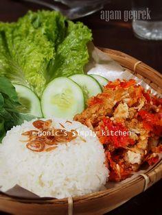 ayam geprek Good Food, Yummy Food, Tasty, Asian Recipes, Healthy Recipes, Ethnic Recipes, Indonesian Cuisine, Indonesian Recipes, Food Menu