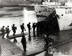 D-Day, Juno Beach - Troops of the Highland Light Infantry of Canada going aboard an L.(L) at dawn - 6 June Canadian Soldiers, Canadian Army, Canadian History, D Day Normandy, Normandy Beach, Royal Canadian Navy, Royal Navy, Juno Beach, Landing Craft