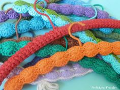 So cute, vintage crocheted hangers Belt Hanger, Hangers, Crochet Coat, Crochet Baby, Yarn Crafts, Diy Crafts, Vintage Crochet, Tatting, Christmas Gifts