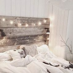 12 Dorm Room Headboard Ideas To Spruce Up Your Décor. This is a rustic dorm room headboard style. A dorm room headboard can spice up your space for heading back to campus. Whichever home decor style you prefer, we have you covered. Vintage Bedroom Decor, Home Decor Bedroom, Diy Home Decor, Bedroom Ideas, Diy Bedroom, Bedroom Rustic, Bedroom Furniture, Rustic Room, Rustic Furniture