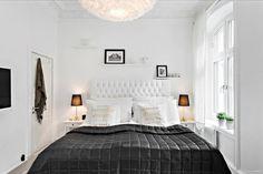 Un apartamento chic: Blanco, negro y dorado.