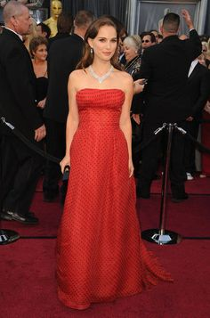 I totally admire Natalie Portman for taking a risk, but this doesn't work for me. Or rather, it doesn't work for me for the Oscars. Maybe for some random gala or something, because it IS a cute dress. It's just not Oscar-worthy IMO.