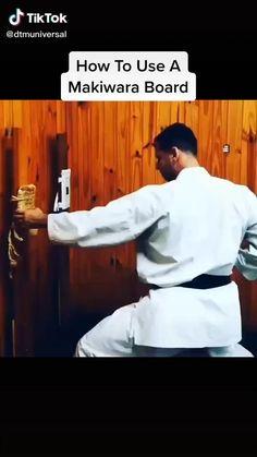 Self Defense Moves, Self Defense Martial Arts, Martial Arts Weapons, Martial Arts Styles, Martial Arts Techniques, Mixed Martial Arts, Martial Arts Workout, Martial Arts Training, Boxing Training