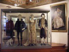 Museo del Burcardo - Le sale - Costumi di scena e ritratto di Eleonora Duse eseguito da Edoardo Gordigiani
