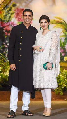 Akshay Kumar & Twinkle khanna Punjabi Fashion, Ethnic Fashion, Asian Fashion, Indian Bollywood Actors, Bollywood Couples, Pakistani Dresses, Indian Dresses, Indian Outfits, Indian Attire