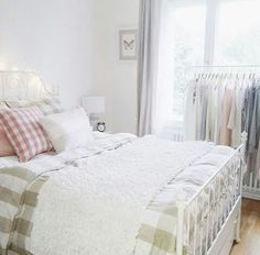 Girl Room Decor Ideas - What's the best color for a teenage girl's bedroom? Girl Room Decor Ideas - How do you clean your room fast? Girl Bedroom Walls, Ikea Bedroom, Home Decor Bedroom, Girl Room, Room Decor, Bedroom Inspo, Bedroom Inspiration, Bedroom Ideas, Master Bedroom