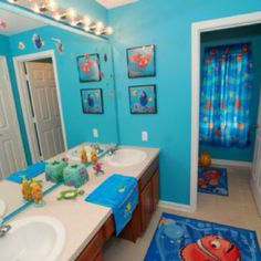 I would totally own this, and not even be ashamed! Finding Nemo bathroom