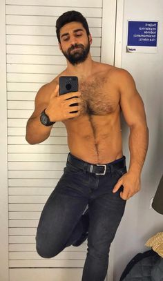 Male Chest, Hairy Chest, Men Tumblr, Hot Dads, Hairy Hunks, Muscle Man, Fuzzy Wuzzy, Hard Men, Daddy Issues