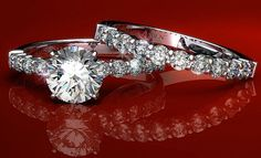 Image from http://www.thediamondauthority.org/wp-content/uploads/2011/12/James-Allen-Wedding-Ring-Set.jpg.